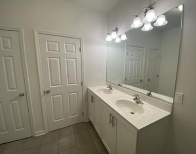 Reserve Inglewood II Owner's Bath. Drums, PA New Home