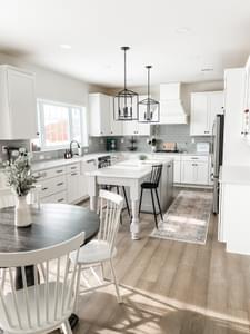 Light & Bright Kitchens Breckenridge Grande Kitchen